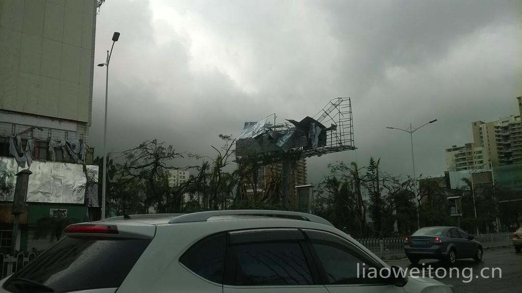 2015湛江台风彩虹,大量广告架被摧毁